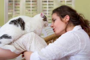 woman-with-senior-cat